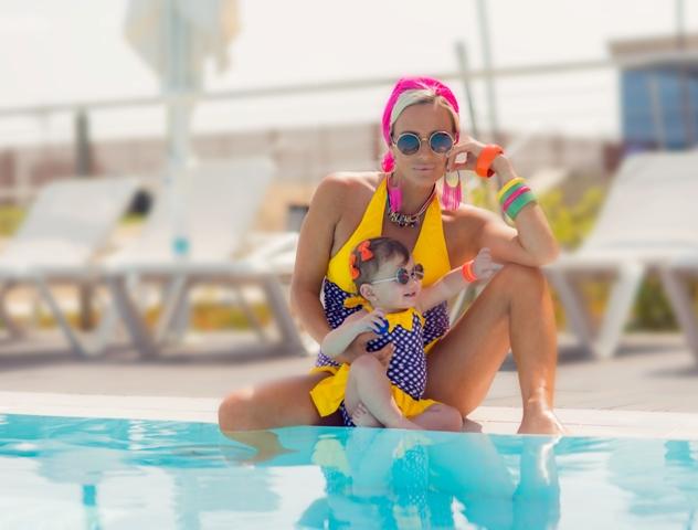 בגד ים שלם מחטב בצבע סגול עם צהוב – להזמנות: 050-6687449