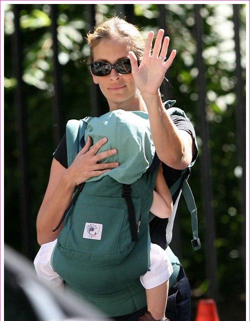 ג'וליה רוברטס ומנשא ארגו בייבי  קרדיט צילום bauergnffionline.com