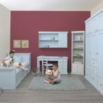 חדר ילדים עם שולחן כתיבה וכוורת, ספרייה, מיטה וארון - לילך