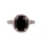טבעת יהלום שחור 4.10 קראט בשילוב יהלומים לבנים 14000 שח