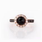 טבעת משובצת יהלומים שחורים ולבנים 7800 שח 0543977801 צילום מאי ריידר