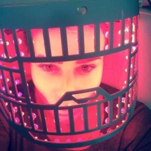 מורן אייזנשטיין - טיפול פנים באמצעות מסכת LED