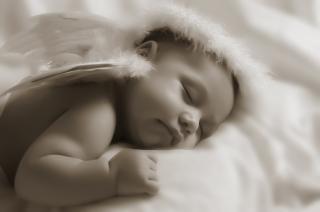 הילד נרדם לבד במיטה? שינה תינוקות